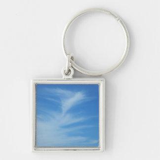 El cielo azul con blanco se nubla la foto llavero cuadrado plateado