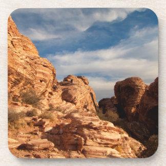 El cielo azul de BLUSK resuelve la roca roja Posavaso