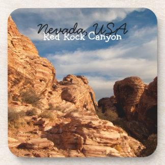 El cielo azul de BLUSK resuelve la roca roja Posavasos