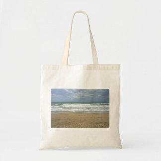 El cielo de la arena del océano se descoloró fondo bolsas