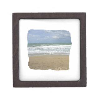 El cielo de la arena del océano se descoloró fondo cajas de regalo de calidad