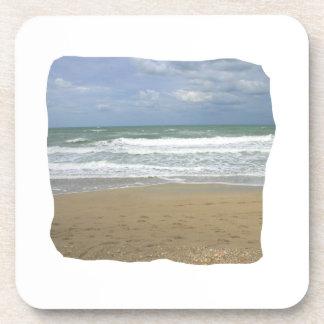 El cielo de la arena del océano se descoloró fondo posavaso