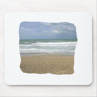 El cielo de la arena del océano se descoloró fondo tapete de raton