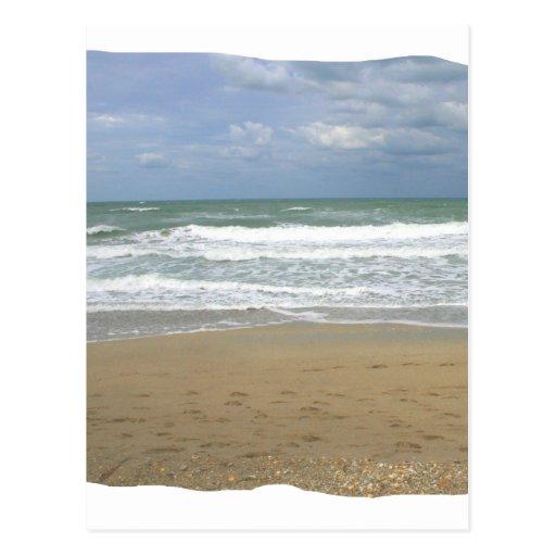 El cielo de la arena del océano se descoloró fondo postal