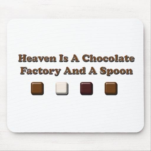 El cielo es una fábrica del chocolate y una cuchar tapetes de raton