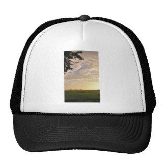 El cielo está cayendo gorras