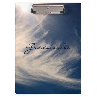 El cielo hermoso y la gratitud inspira