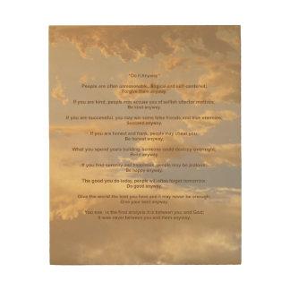 El cielo que brilla intensamente lo hace de todos  cuadro de madera