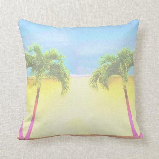 El cielo retro de dos árboles de la palma se desco almohada