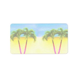 El cielo retro de dos árboles de la palma se desco etiquetas de dirección