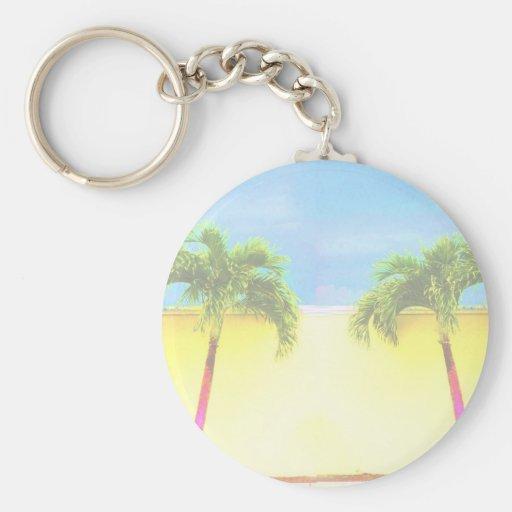 El cielo retro de dos árboles de la palma se desco llavero personalizado