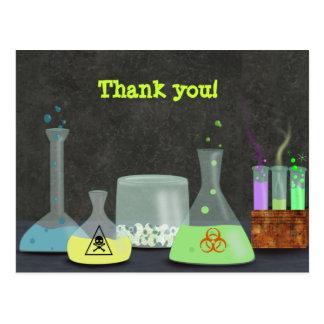 El científico enojado le agradece postal