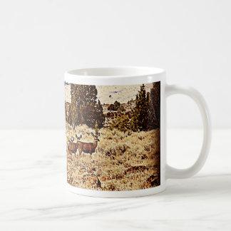 El ciervo mula hace taza de café