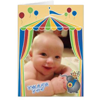 El circo doblado le agradece las notas con su foto tarjeta pequeña