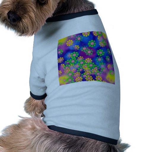 El círculo de colores, pared, forma la ronda, oscu camiseta con mangas para perro