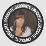 El círculo de la pizarra de la graduación añade su pegatinas redondas