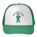 El cirujano de sexo femenino ligero en verde frieg gorros bordados