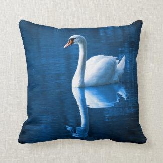 El cisne blanco pacífico cojín
