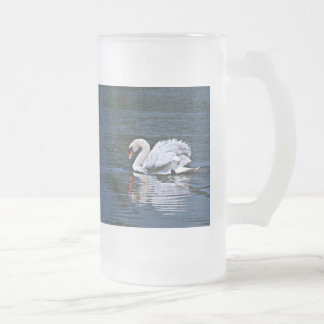 el cisne rizado empluma la taza