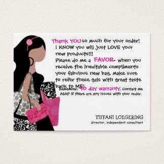 El cliente de la vagabunda del equipo le agradece tarjeta de negocios