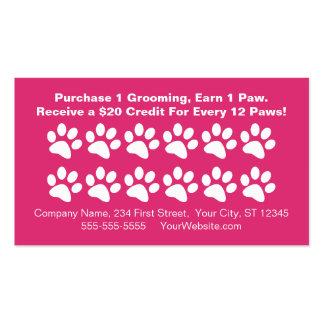 El cliente de preparación del perro recompensa la  tarjetas de visita