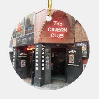 El club de la caverna en la calle de Mathew de Adorno Navideño Redondo De Cerámica