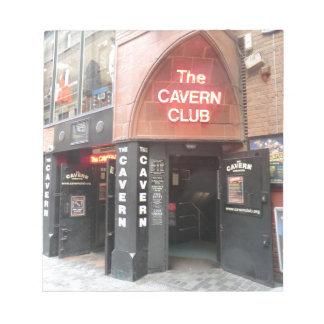 El club de la caverna en la calle de Mathew de Liv Blocs