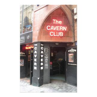 El club de la caverna en la calle de Mathew de Papeleria De Diseño