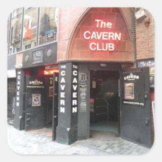 El club de la caverna en la calle de Mathew de Pegatina Cuadrada