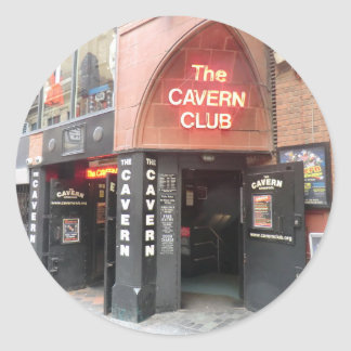 El club de la caverna en la calle de Mathew de Pegatina Redonda