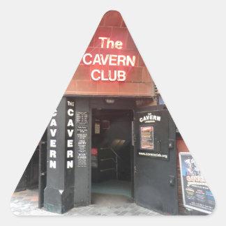 El club de la caverna en la calle de Mathew de Pegatina Triangular