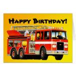 El coche de bomberos del niño tarjeton