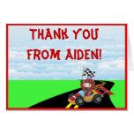 El coche de carreras le agradece tarjeta de nota