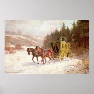 El coche del poste en la nieve póster