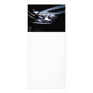 El coche negro con la lluvia cae en él tarjetas publicitarias personalizadas