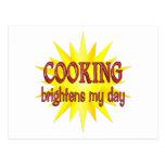 El cocinar aclara mi día postal