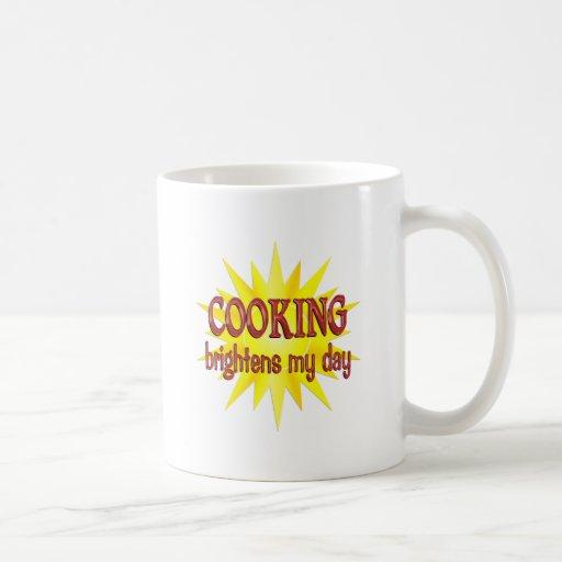 El cocinar aclara mi día tazas de café