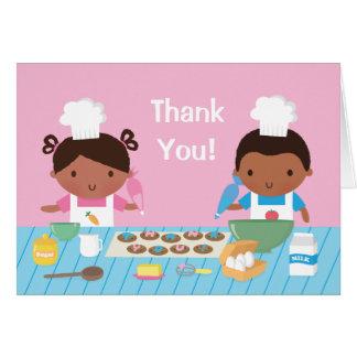 El cocinar afroamericano lindo de los niños le tarjeta pequeña