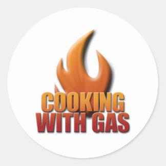 El cocinar con el gas pegatina redonda