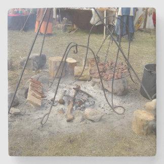 El cocinar de la hoguera del mercado de Viking Posavasos De Piedra