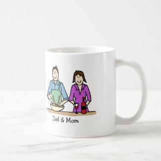 El cocinar de la mamá y del papá taza