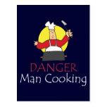 El cocinar del hombre del peligro postal