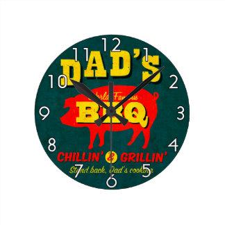 El cocinar del papá reloj redondo mediano