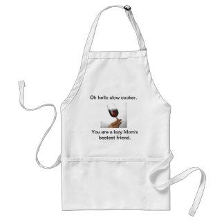 El cocinar lento con el vino delantal