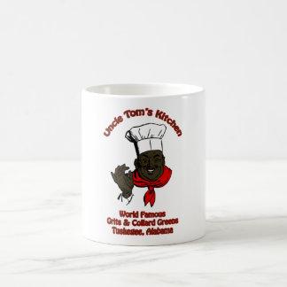 El cocinero salado de las bolas del chocolate cier tazas de café