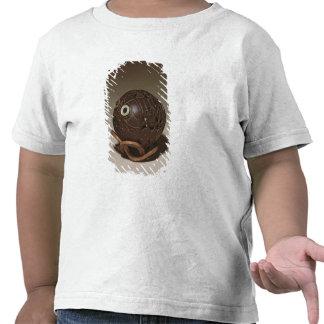 El coco esculpió en una cara, c.1895 camiseta