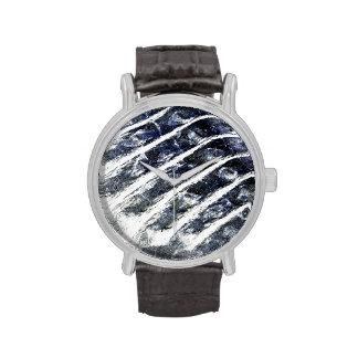 el cocodrilo escala el modelo invertido del extrac reloj de mano