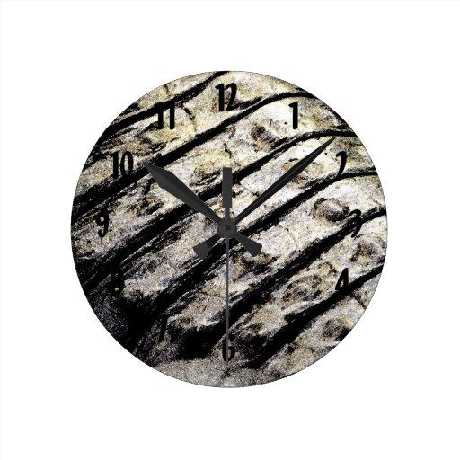 el cocodrilo escala el modelo oscuro abstracto ase reloj redondo mediano