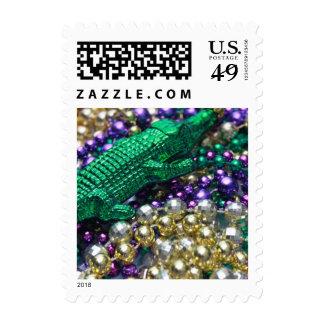 El cocodrilo verde del carnaval gotea sellos