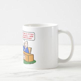 el codo remienda a catedrático de la promoción taza de café